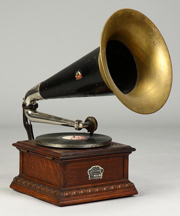 «Музыкальная шкатулка» (Граммофон) с аналоговой системой воспроизведения записанной на  пластинку из шеллака аналоговой информации