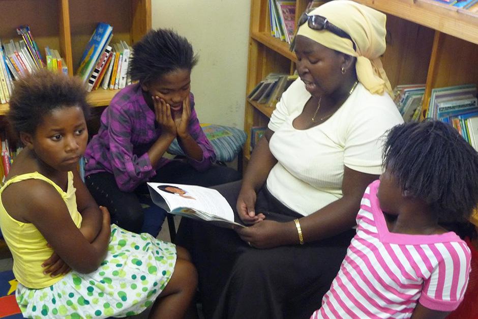 Чтение вслух в библиотеке Масифумелеле