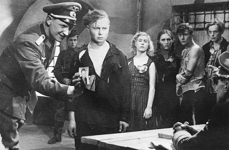 Кадр из фильма «Молодая гвардия»